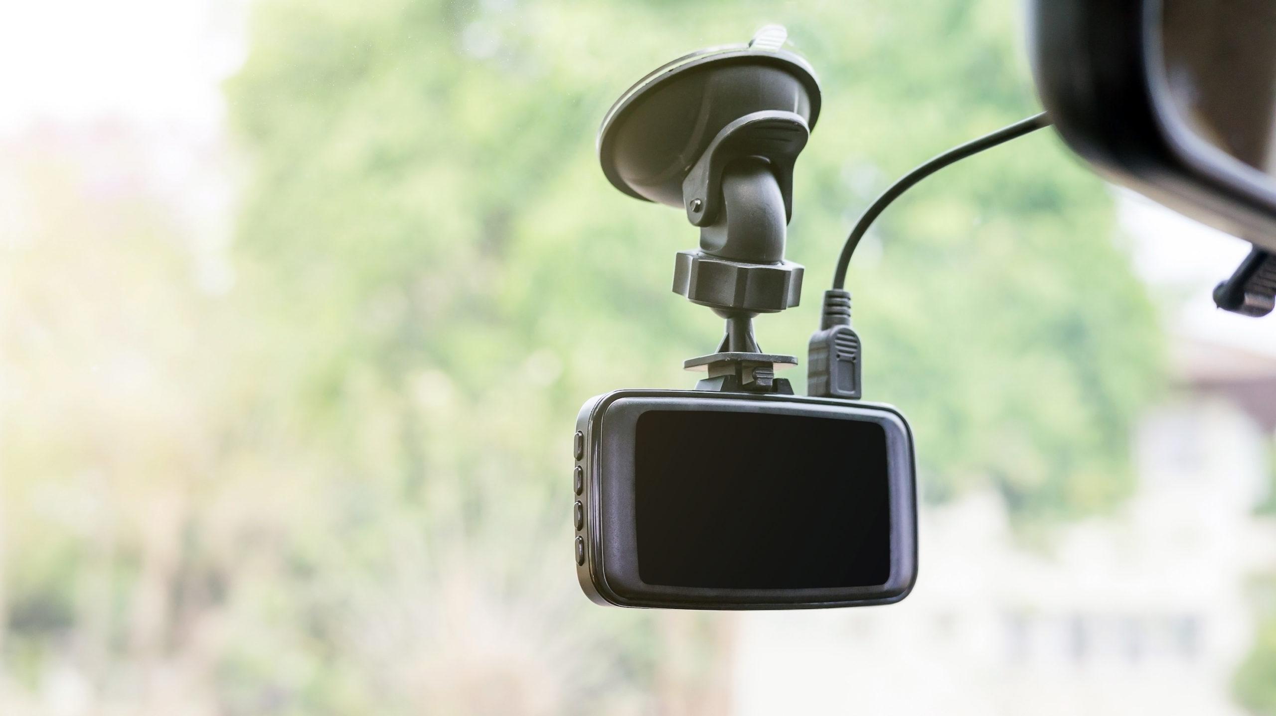 車の安全を守ってくれる「安全運転支援機能」を搭載するドライブレコーダー7選
