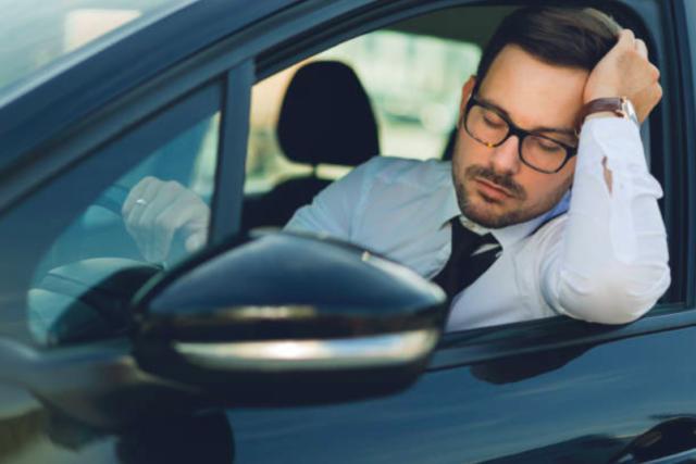 居眠り運転を防止する方法を紹介!悲惨な交通事故を起こす前に対応する方法とは